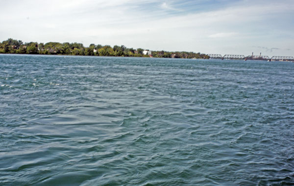 Views of th Niagara River along the bike path.